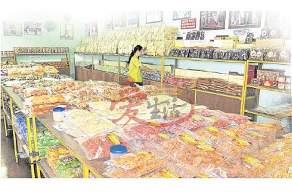 泰利成土产店除了售卖蜜糖菜脯,也卖各类土产。