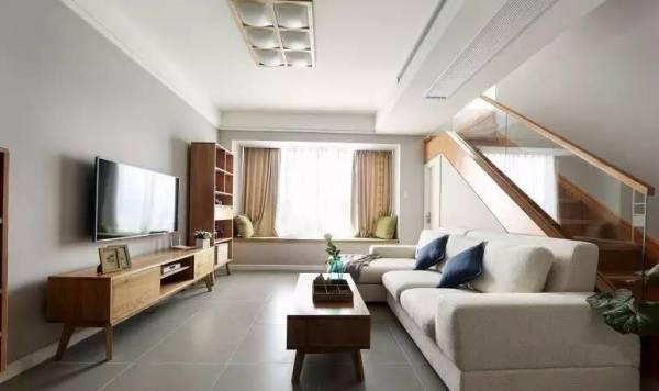 沙发靠楼梯,在风水上往往对长辈不利。