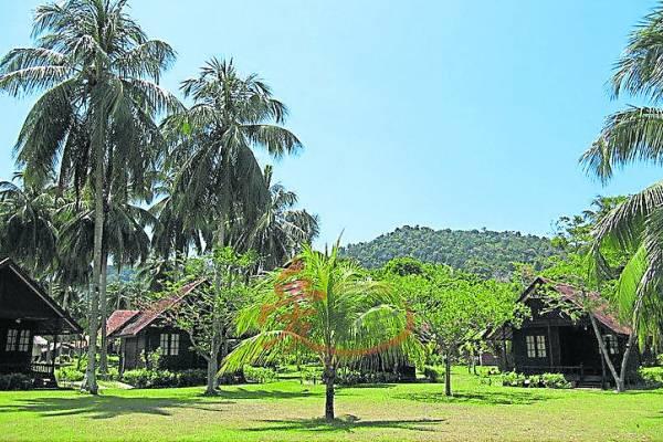 岛屿内到处竖立充满着甘榜风情的度假小屋。