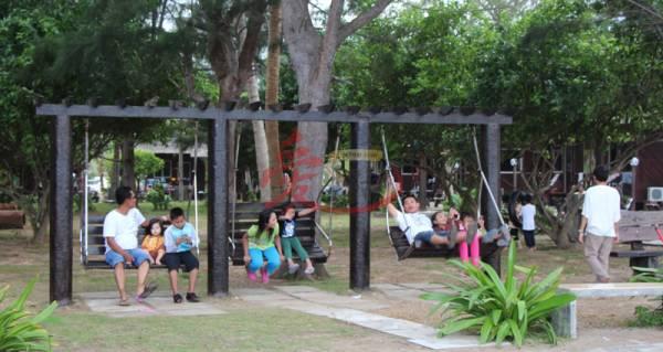除了海边,度假村内亦设了小小的公园,好让旅人休息。