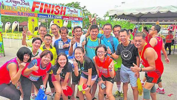 对马拉松赛跑者来说,马拉松并不是单纯的一场赛跑,它还承载了个人的自我坚持、考验毅力,还有完成目标决心与满足感。