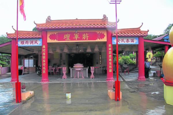 """知知港的山路旁的""""将军坛""""庙"""