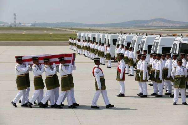 拥有阴阳眼的珍姐,目睹MH17的亡魂跟着飞机回到国土大马。