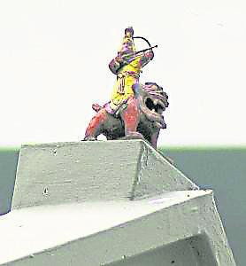 薛仁贵的神像会安奉在屋顶上。 当地人流传是有一段与风水有关的神奇故事……