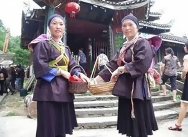 吴师彩和吴师航前世乃是一对生死好姐妹,一起自杀后便转世为一对双胞胎。