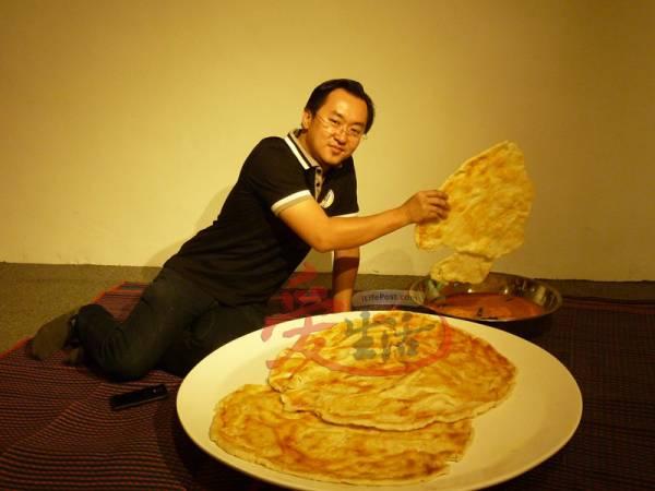 馆长刘致雄手上的印度煎饼可以喂饱几个人呢?当初他为了让食物模型更逼真,到处搜索美食,不懂体重又增加了多少?