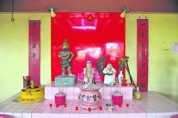 芙蓉芭蕾新村拿督公庙同时供奉了华巫印三大种族的拿督公神明,让人大开眼界,也获得各族善信膜拜。