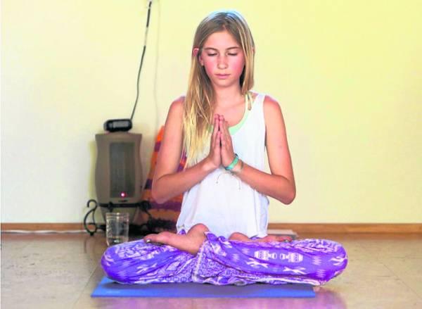 14岁的美国女孩Jaysea DeVoe,已经成为知名的瑜伽老师。而她更在9岁的时候,开始架构未来——对瑜伽产生浓厚兴趣,并加以研究。