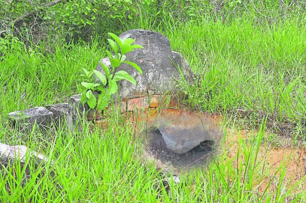 祖坟出现土崩现象,代表根基不稳,因此会影响子孙的经济,生活困苦不顺,需要择日填土。