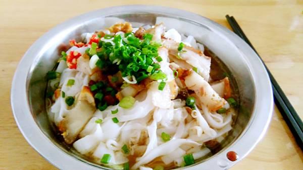 """广西美食——岑溪石磨米粉,是一种你吃过后,能日日夜夜都""""牵挂""""着的美食。"""