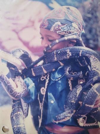 Amjad Khan 从小就与各种蛇亲密接触。