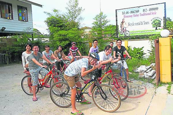 在槟城浮罗山背的脚车民宿,就是艺术家的集中地。