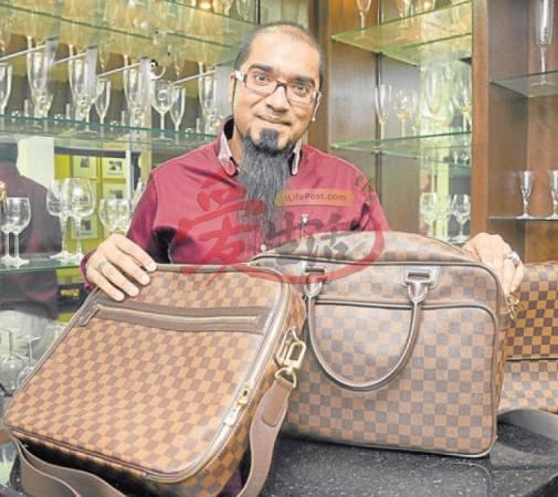不论是行李袋还是公司包,马哈帝最爱LV。