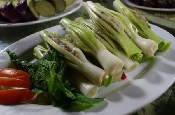 竹笋酿色泽金黄,香气扑鼻,吃起来爽滑可口、令人回味无穷。