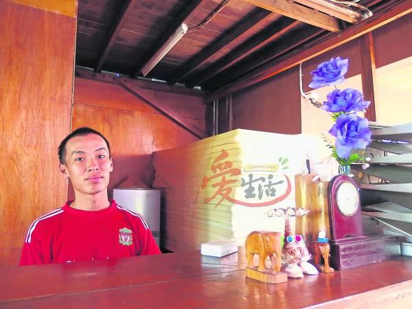 脚车民宿负责人刘致嵻在大学毕业后,为了为环保事业出一份力,毅然到脚车民宿打工。