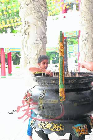 观音娘娘,请保佑我们…… 天后宫(Thean Hou Temple) 65, Persiaran Endah, Jalan Syed Putra, 50460 Kuala Lumpur, Malaysia. 电话: +603-2274 7088(办事处) 网站:www.hainannet.com.my GPS导航:3.121817, 101.687715