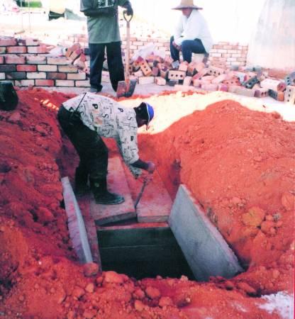 由于黄先生的祖坟卦象,所以吴道长只建议他重修祖坟,即可改善运气。