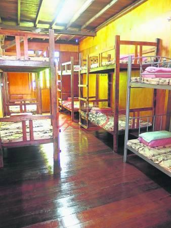 开放式宿舍可共10人或12人住,怕冷的旅客可选择没有冷气的呢!