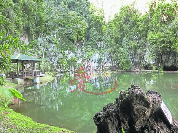 青山绿水的文化村,让人身心放松。