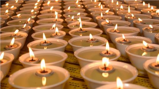 点平安灯保佑母子平安,成功诞下孩子。