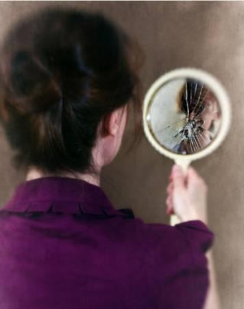 镜子突然裂开,表示衰运来临哦!