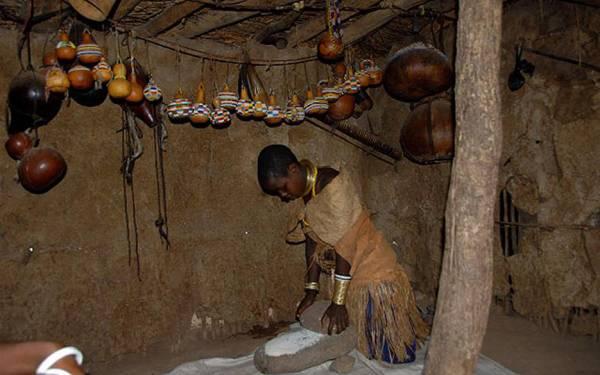 坦桑尼亚人生活朴素,不管住宿还是饮食方面都保留原始的风味,他们的汤——Kiburu不但加入香蕉和豆类,还有泥土呢!