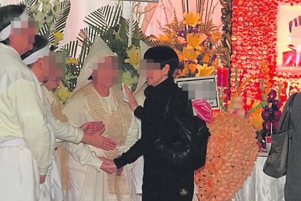 """在丧礼上,有不少亲友会上前慰问,而家属只能回答""""有心"""",千万不能说谢谢!"""