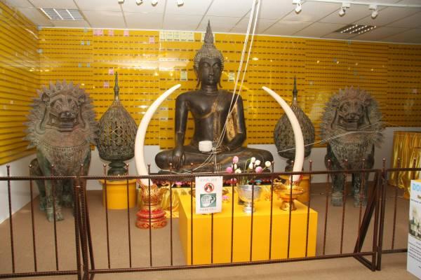 这套古佛、古灯与石狮手工精巧,当中其古灯更有千年历史。