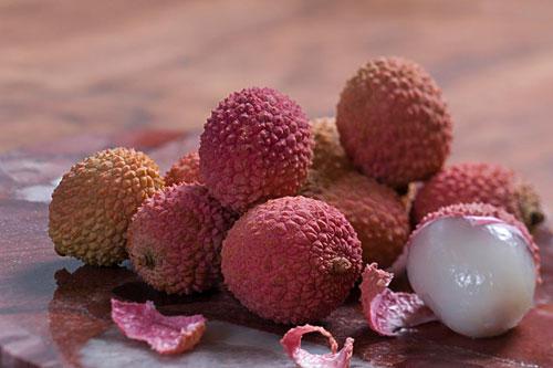 """荔枝鲜甜多汁,许多人都爱吃,但吃剩的荔枝壳是""""消毒专家"""",用来洗澡可以治疗皮肤病呢!"""