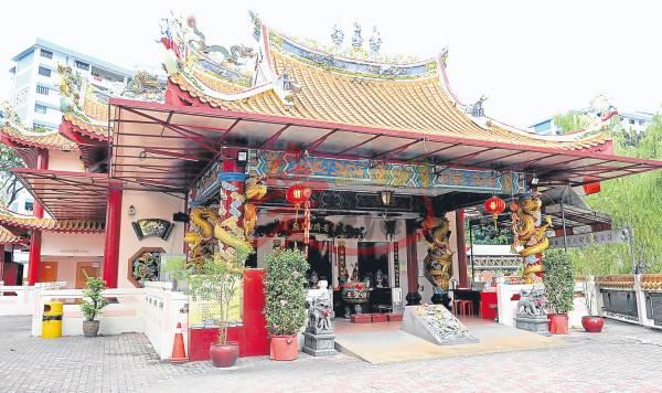 安济圣王庙都处都有龙的踪影,不论是柱子、灯笼还是窗口都雕刻着大大小小的龙,故有青龙古庙之称。