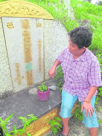 """陈亚雅:""""我从小就跟着父亲到义山去拾金,坟场并不阴森可怕,和鬼就像朋友般……"""""""