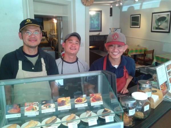 在纽西兰小镇开设融合大马风味的咖啡店,让当地居民趋之若鹜,店面不大,但却融入了大马风味在内。