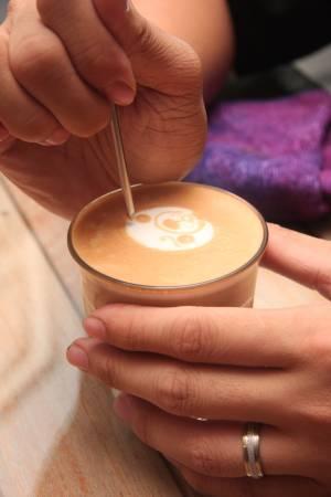 拉花是学咖啡的一大学问。