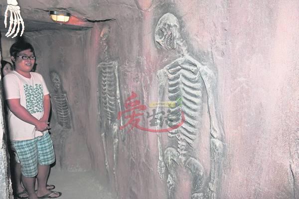 骷髅就要破墙而出啦!