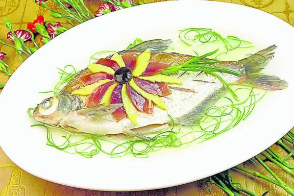 武昌鱼乃是中国主要的淡水鱼之一,虽然武昌鱼生长快、易饲养,但其肉质鲜美、口感滑嫩,因此很难不让人爱上它。)