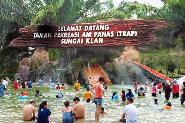 双溪克拉温泉乐园是霹雳著名的温泉旅游区,只要假期一到,这里顿时成为一家天伦乐的好去处。