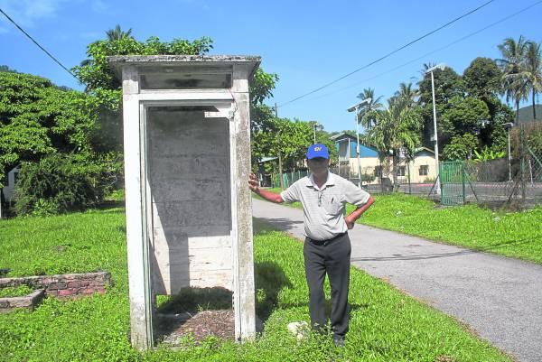 区贵方表示,石山脚新村这座古董电话亭,已有50多年历史。