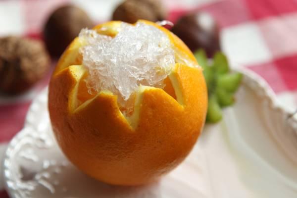 近年来,深圳推出燕窝美食自助餐,有两千多种的燕窝菜式任君选择,而且燕窝配搭各种的水果,竟有出乎意料的好滋味呢!