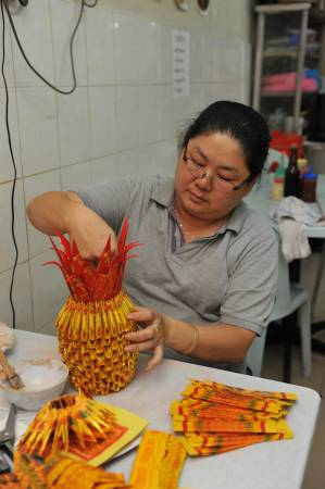 高燕萍表示看似简单金凤梨,其实也要耗时一至两个小时才能完成。