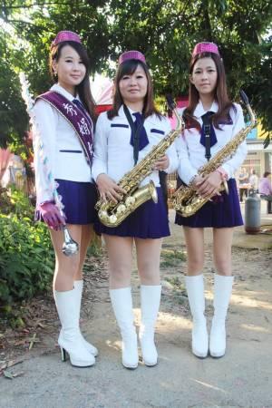 郭秀娟(中)一手创立秀娟乐队,独特表演风格令人耳目一新。