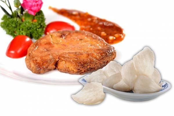 肥厚的鹅肝,再洒上印尼金丝燕燕窝的细碎,让人食指大动。