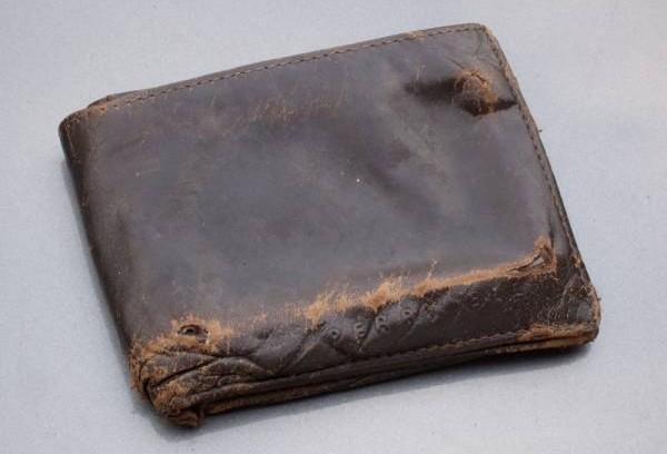 旧钱包烧了,可会把自己的财也烧了,还是直接丢掉就好了。
