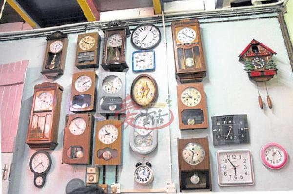 每一件古玩都是蔡进福的珍贵收藏品。