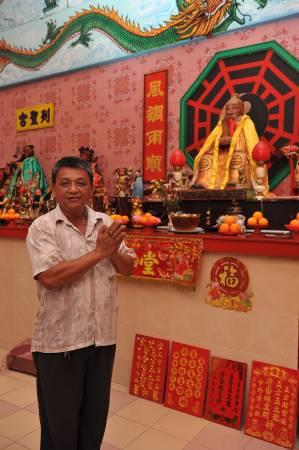 庙主席杨祺表示,在黄老仙师出巡当天,他们在燃烧大士爷时,赫然看见一名身穿古装的男人站在火堆旁。