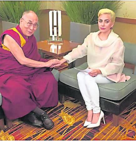 网上直播与达赖喇嘛会面,遭中国全面封杀,还掀起网民骂战。