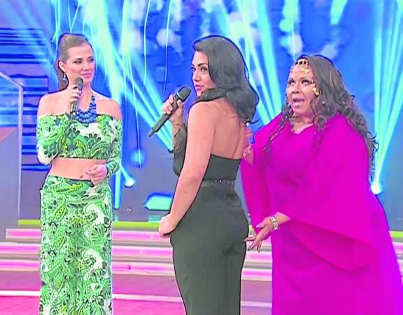 """比比安在秘鲁以""""摸臀算命""""出名,经常受邀上节目示范。"""