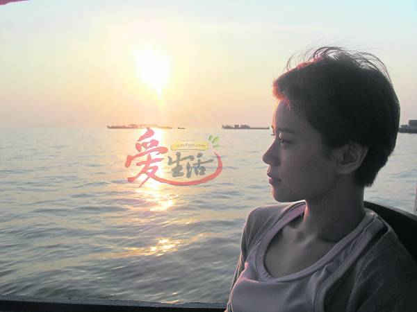 洞里萨湖碧波荡漾的水面,让人的视野变得宽阔,加上日落美景,感觉很好!