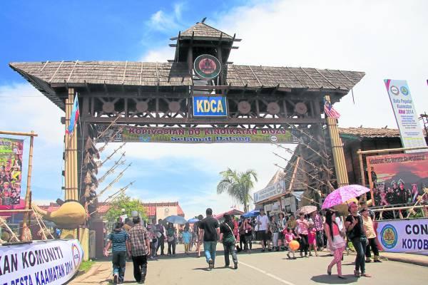 卡达山杜顺文化协会一年一度的丰收庆典,让游客有机会更进一步了解土著文化。