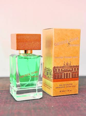 George Town属于男女适用的淡香水,香味可持续5至6小时。