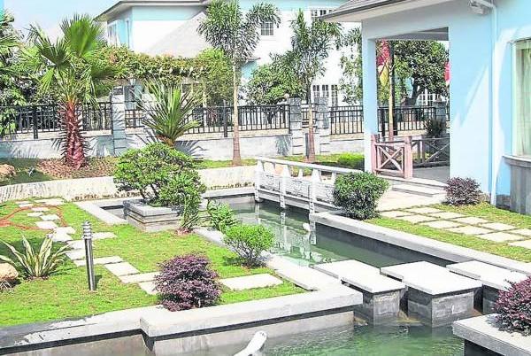 鱼池水景极佳,但具体布置要看环境及阳宅,否则好就大好,坏就大坏,可夺性命,非同小可。